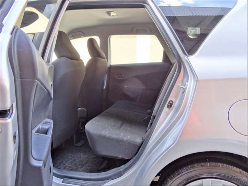 Toyota New Ractis 2011 - 5