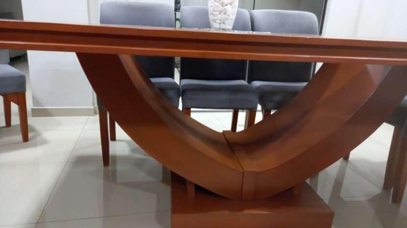 Mesa de comedor con 10 sillas - 1