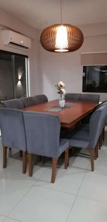 Mesa de comedor con 10 sillas - 0