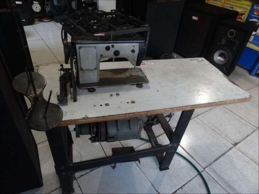 Máquina de coser industrial tipo bordadora - 2