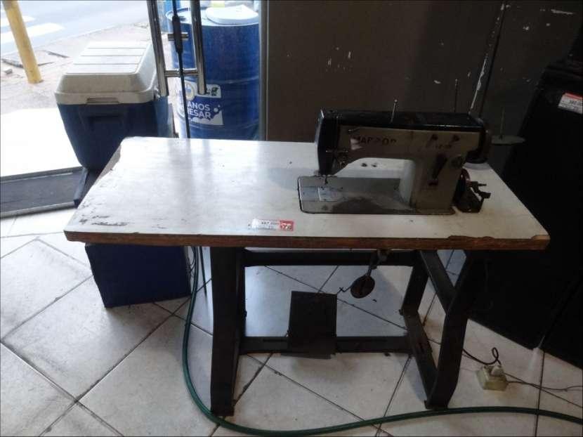 Máquina de coser industrial tipo bordadora - 0