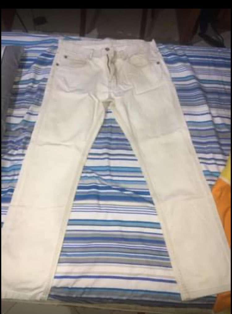Conjuntos de jeans y pantalones semi nuevos - 0
