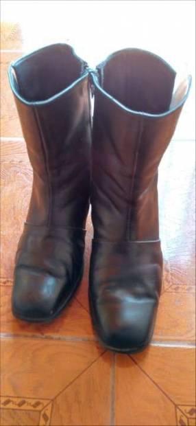 Bota para dama caño corto de cuero calce 39