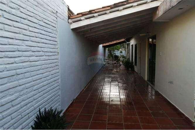 Casa en Barrio Mburucuyá - 5