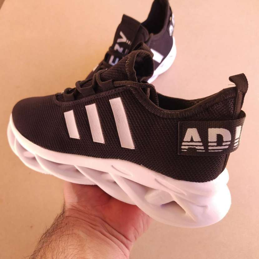 Calzado deportivo calce 38 - 1