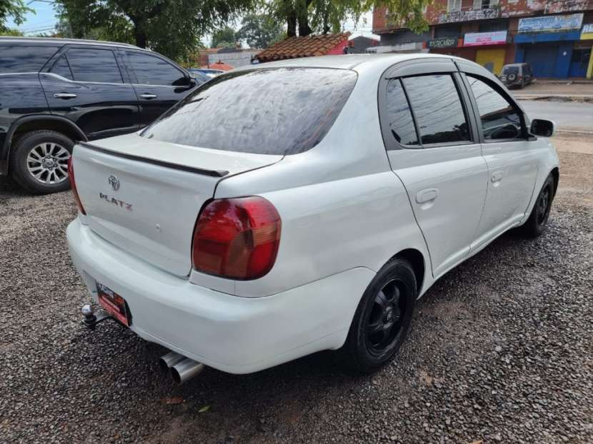 Toyota Platz 2000 - 1
