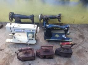 Máquinas de coser y planchas antiguas