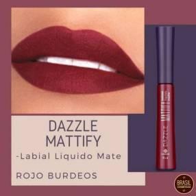 Labial líquido matte rojo bordó Hinode Dazzle