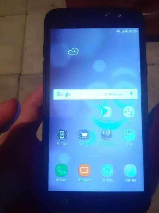 Samsung Galaxy J7 6 con leve fisura - 0