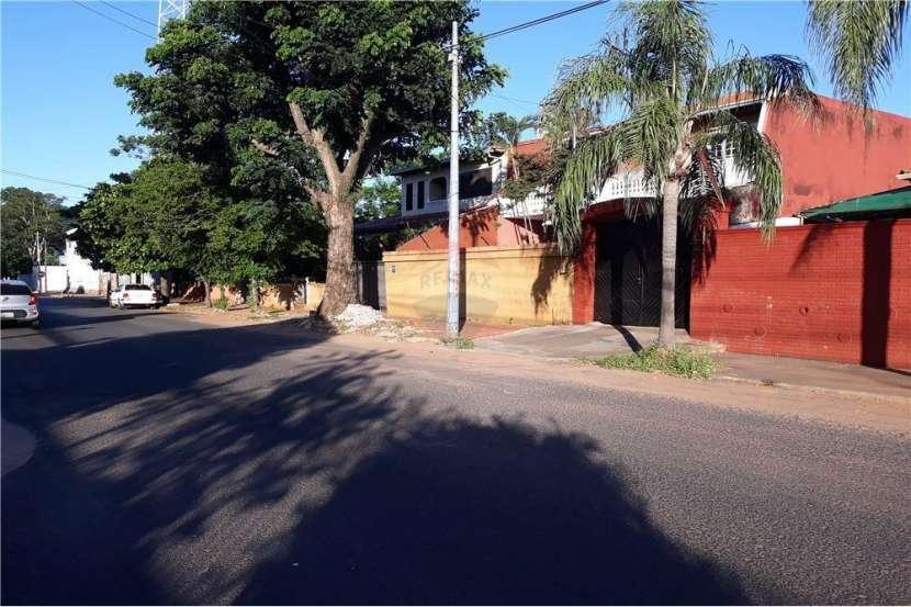 Casa con Departamento - Barrio Nazareth - 1