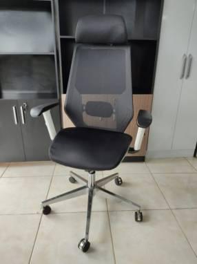 Silla de oficina ergonómica c/ cabezal 120 Kg (99FN)