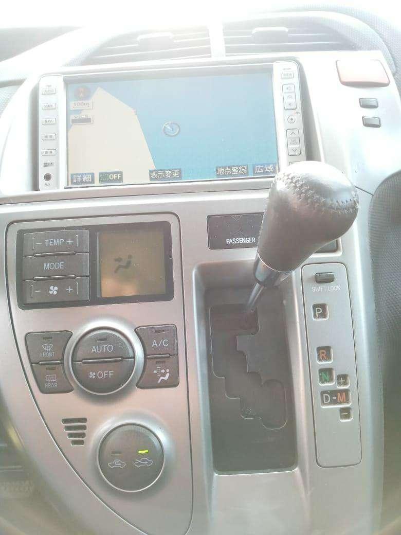 Toyota Ractis 2006 - 4