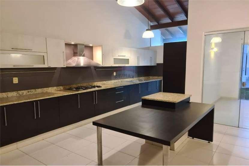 Fina residencia en Barrio hipódromo de Asunción - 1