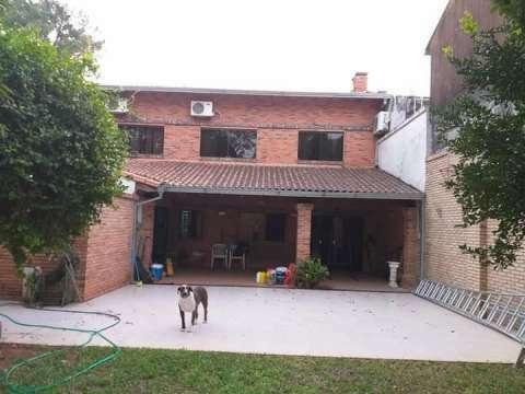 Casa en barrio Tembetary - 3