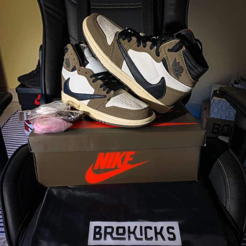Calzado Air Jordan 1 Travis Scott - 1