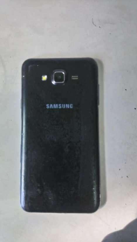 Samsung Galaxy J7 normal libre para todas las líneas - 1