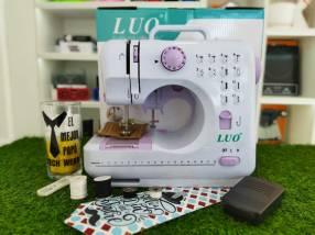 Máquina de coser doméstica