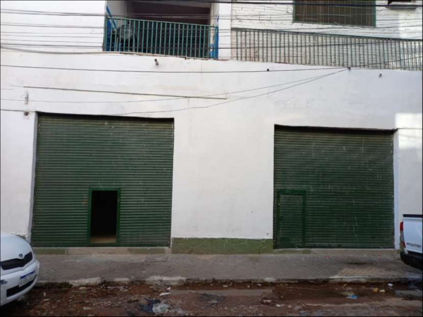 Salon y/o deposito zona mercado 4 - 0