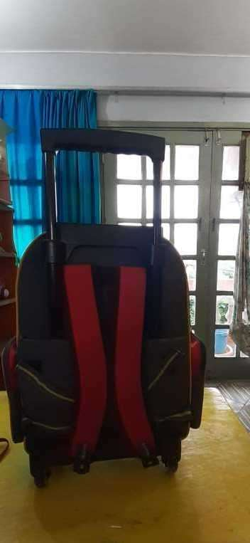 Mochila nueva c/ ruedita Hot Wheels - 0