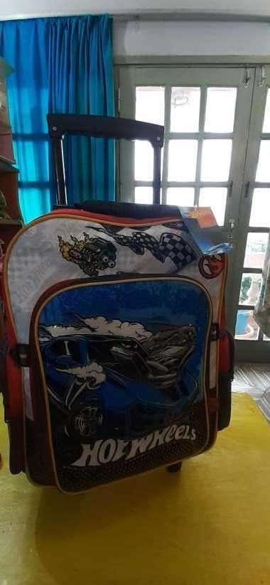 Mochila nueva c/ ruedita Hot Wheels - 2