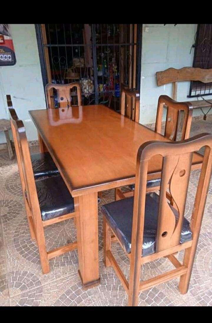 Juego de mesa con 6 sillas - 1