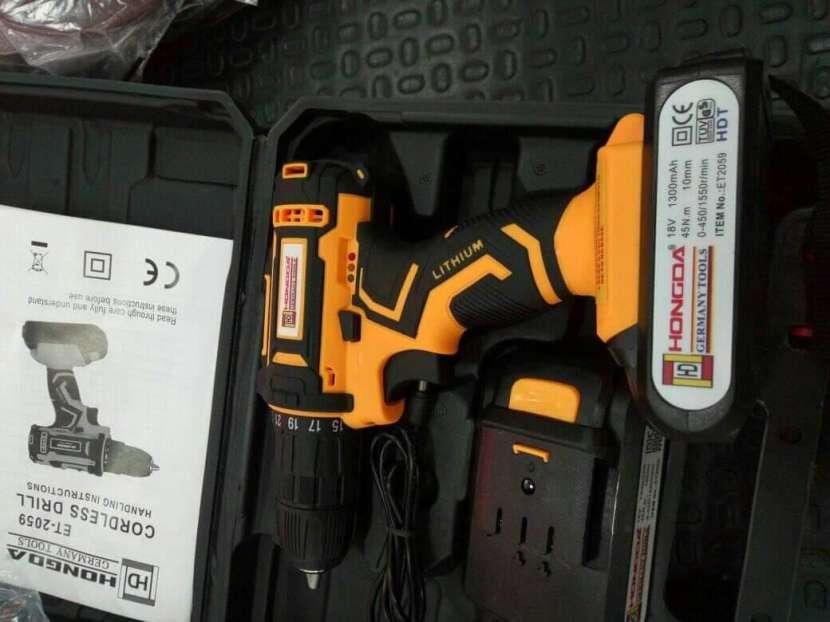 Taladro atornillador 18V con 2 baterías - 1