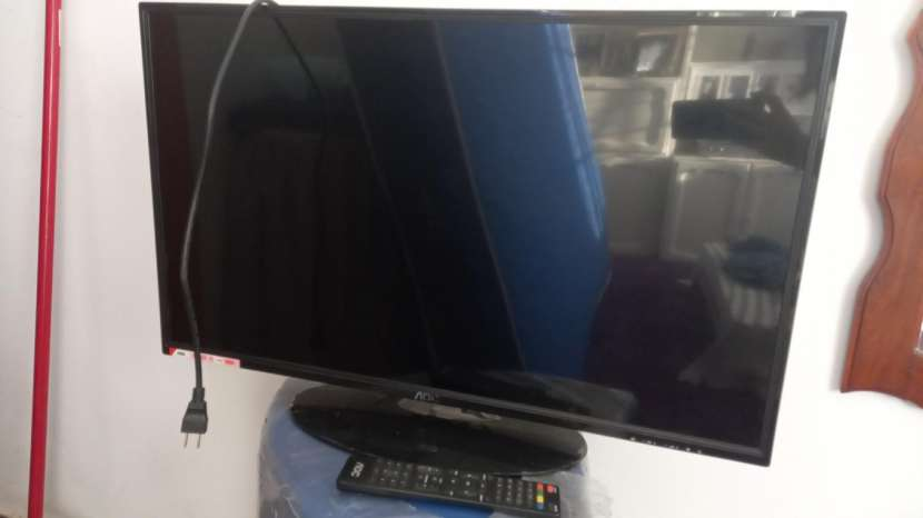 Televisor AOC de 32 pulgadas - 1