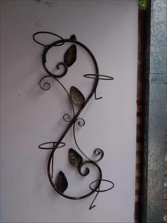 Porta plantera artesanal - 0