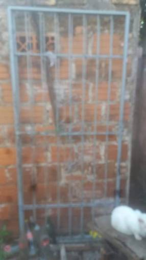 Reja portón de 2metros x 2 y medio de altura