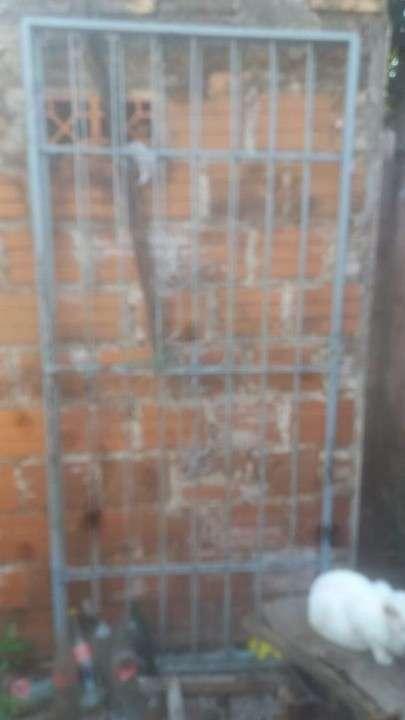 Reja portón de 2metros x 2 y medio de altura - 0