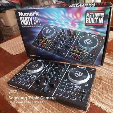 Mini controlador DJ Numark Party Mix - 0