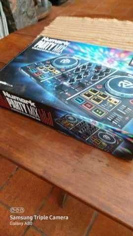 Mini controlador DJ Numark Party Mix - 1