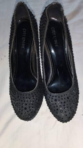 Zapato con brillos taco de abuja