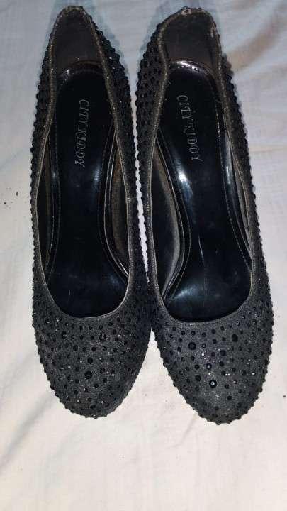 Zapato con brillos taco de abuja - 0
