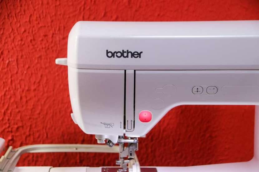 Bordadora Computarizada Brother PE810L Innovis - 1