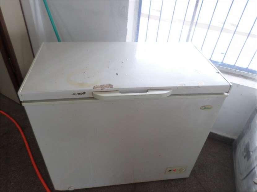 Congelador Midea de 220 litros - 1