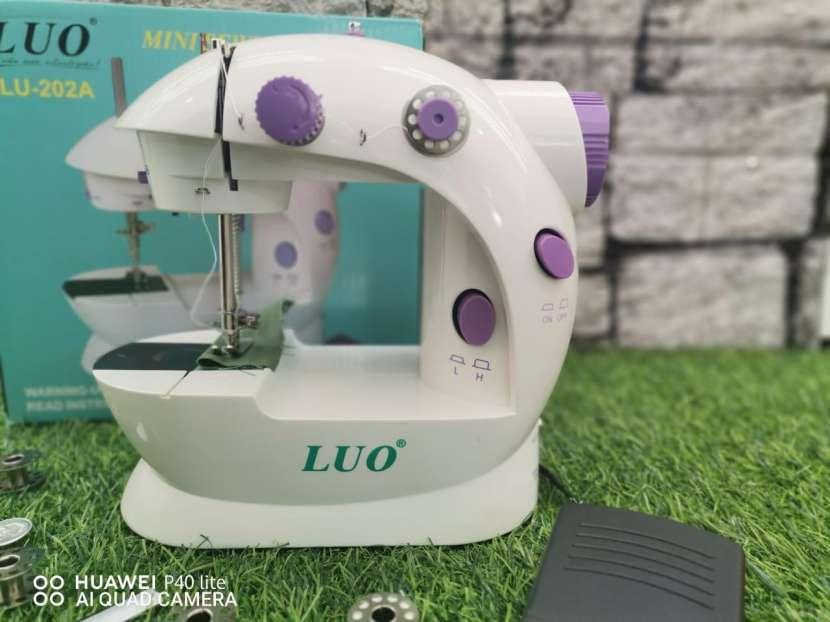 Mini máquina de coser - 0