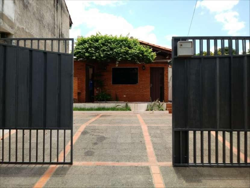 Casa SOLO para oficina o similar con acceso a 2 avenidas - 0