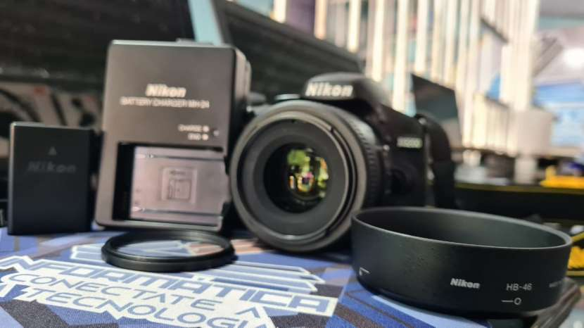 Cámara Digital Nikon D3200 + lente Nikon serie DX 35 mm 1.8 - 3