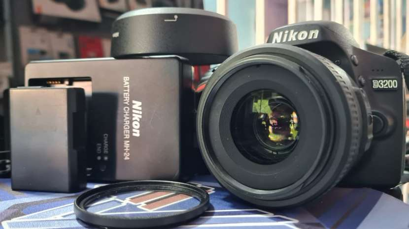 Cámara Digital Nikon D3200 + lente Nikon serie DX 35 mm 1.8 - 2