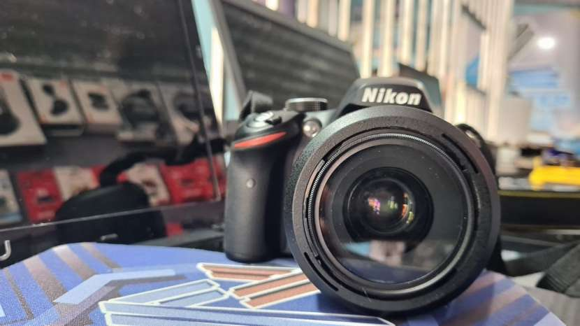 Cámara Digital Nikon D3200 + lente Nikon serie DX 35 mm 1.8 - 4