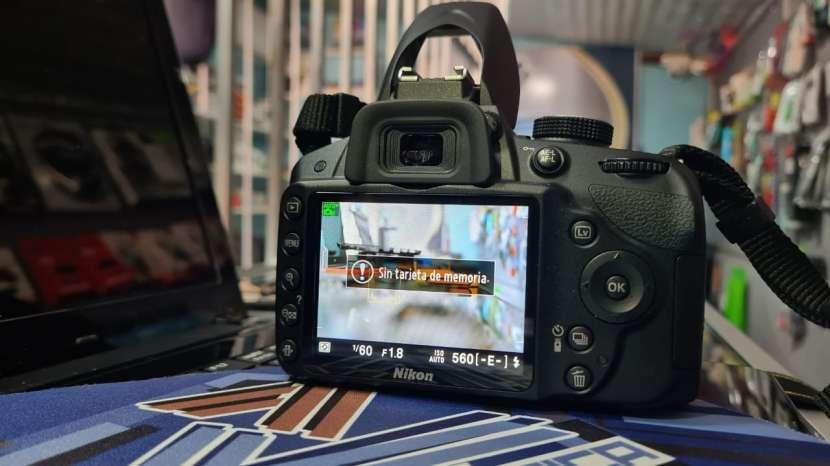 Cámara Digital Nikon D3200 + lente Nikon serie DX 35 mm 1.8 - 1
