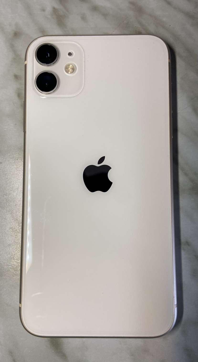 iPhone 11 de 64gb Blanco - 2
