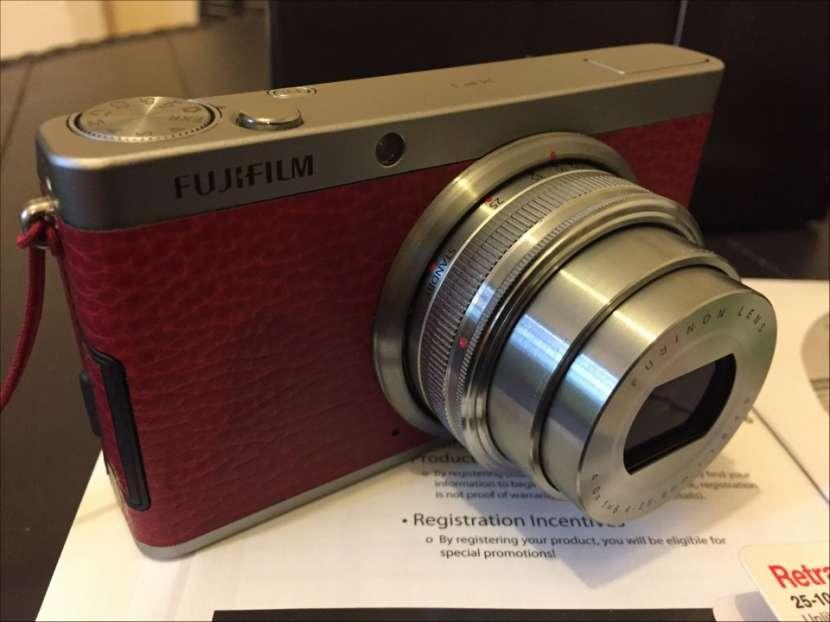 Cámara Pro Fujifilm XF-1 X series semi nueva con estuche - 0