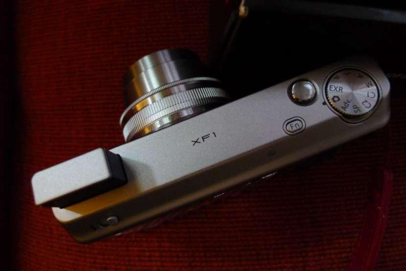 Cámara Pro Fujifilm XF-1 X series semi nueva con estuche - 6