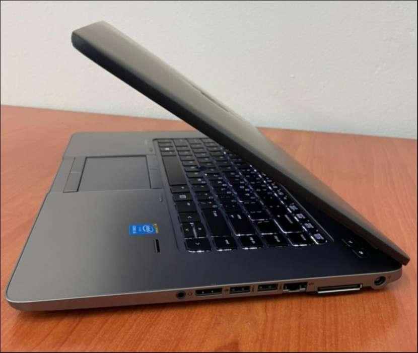 HP Elitebook Intel i5 SSD 250G 8gb ram - 3