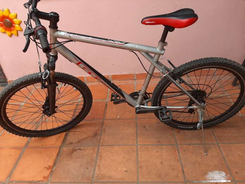 Bicicleta GT aro 26 - 1