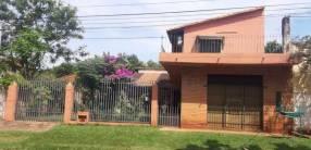 Casa confortable con salón y apto en Fernando de la Mora zona Sur