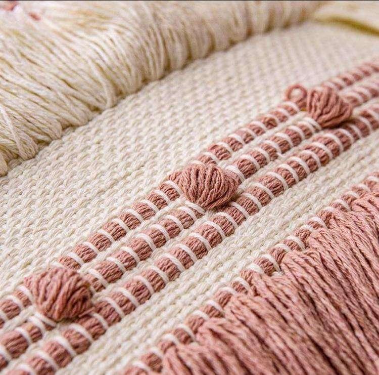 Cojín decorativo borla flecos en rosa y blanco 45x45cm - 2