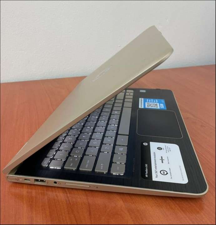 HP Pavilion x360 i5 8gbRAM SSD - 4